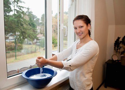 Как вымыть натяжной потолок: можно мыть мыльным раствором