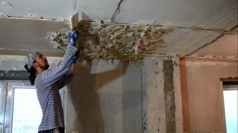 Как выравнивать потолок штукатуркой – это достаточно трудоемкая и грязная процедура