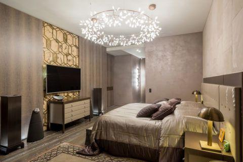 Какая спальня без красивой люстры