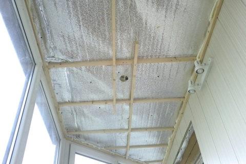 Каркас потолка лоджии из бруска