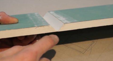 Картон нижнего слоя не должен быть поврежден