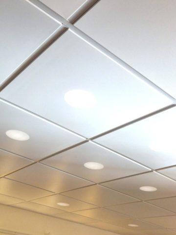 Кассетные потолки из металла собраны на Т-образном профиле