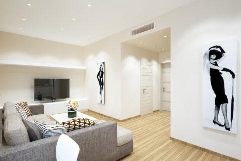 Классический потолок с обилием подсветки