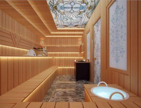 Комбинация дерева и стекла смотрится в бане отлично
