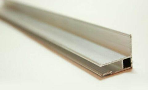 Комбинированный багет имеет форму уголка
