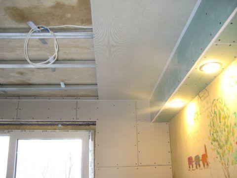 Комбинированный потолок из ГКЛ и панелей