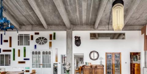 Контраст классических светильников на фоне брутальной бетонной поверхности