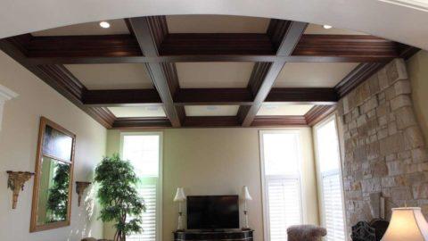 Контрастное оформление потолка