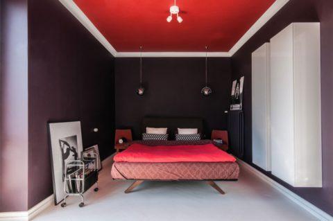 Контрастное решение для современной спальни-ниши
