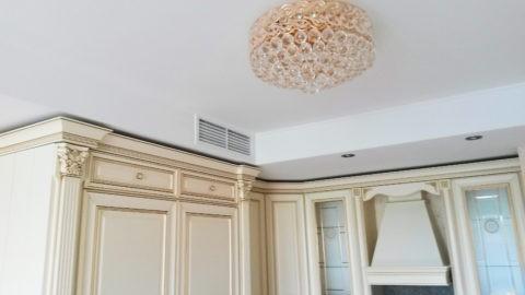 Короб со светильниками и вентиляцией