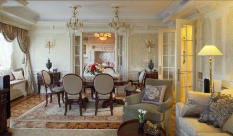 Красивый антаблемент по периметру потолка является основным каноном классического стиля