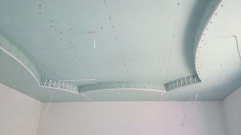 Красивый двухуровневый потолок