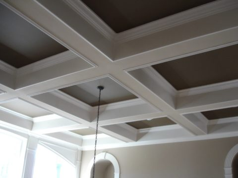 Красивый кессонный потолок из гипсокартона