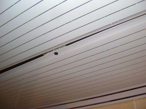 Крепеж скроется после установки следующей панели