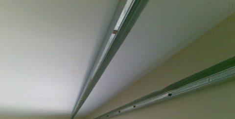 Крепление стеновой и потолочной направляющих