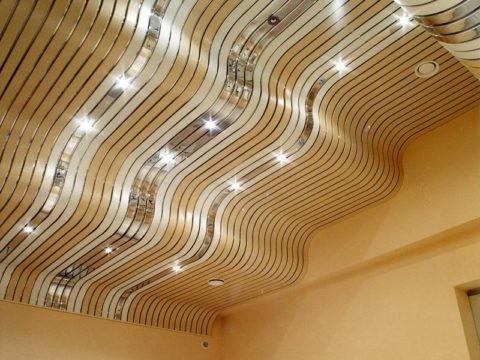Криволинейный, объемный потолок