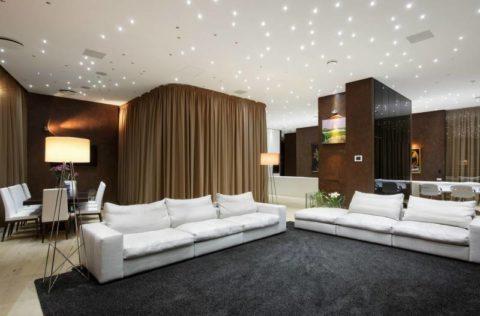 Квартира свободной планировки с имитацией звездного неба на потолке