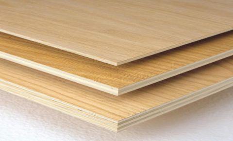 Ламинированная фанера – отличный вариант для подшивки потолка загородного дома