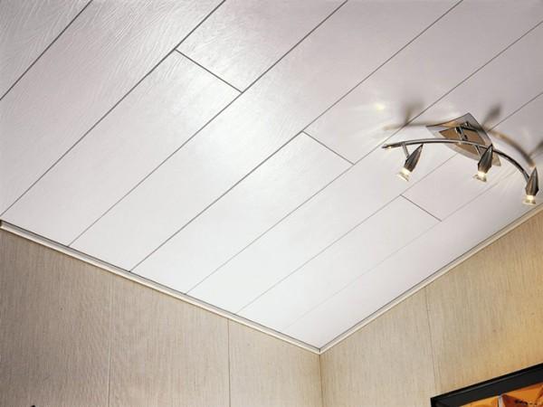 Ламинированные панели в отделке потолка