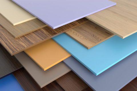 Листовой МДФ с облагороженной поверхностью отлично подходит для подшивки потолков