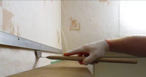 Лопатка «гусь», используемая для заправки плёнки в багет