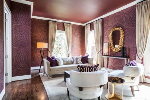 Марсаловый цвет в интерьере гостиной