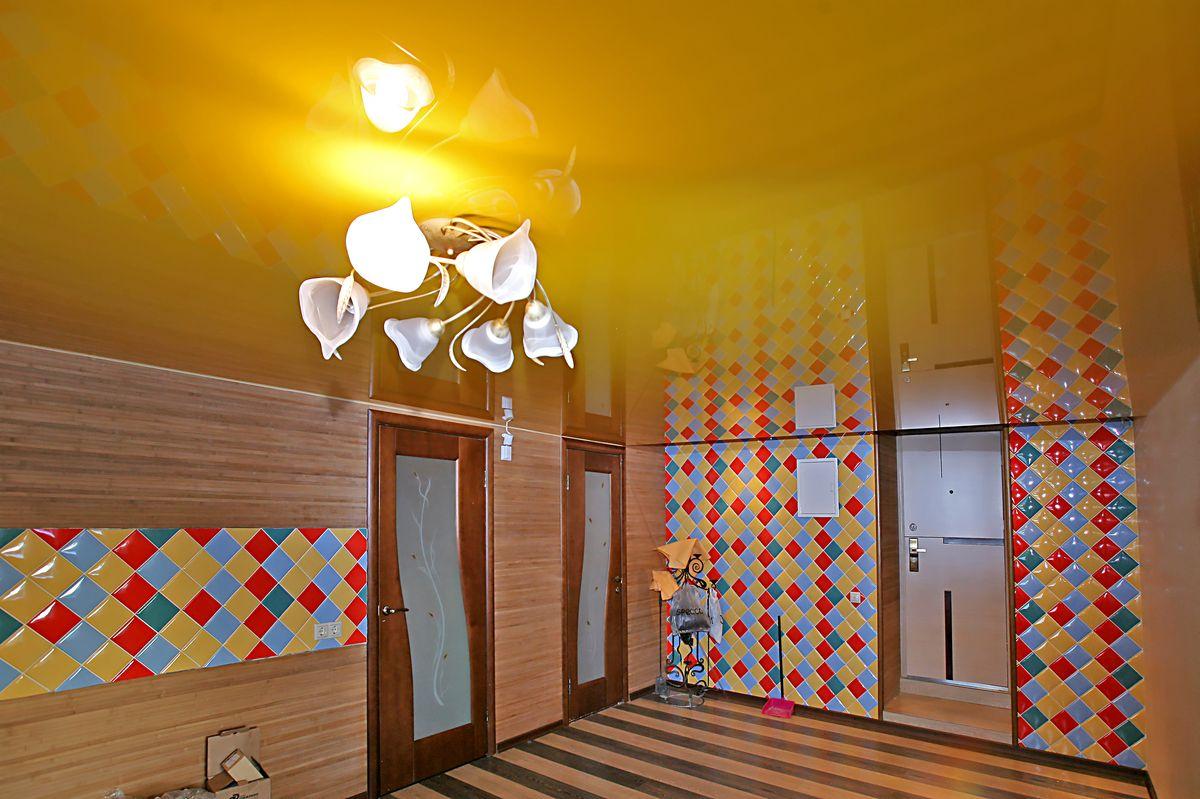 цветные обои на потолок на кухню всему