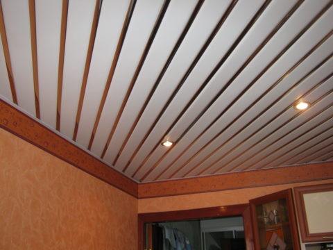 Металлические потолки выглядят оригинально и современно