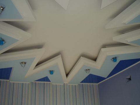 Многолучевая звезда на потолке
