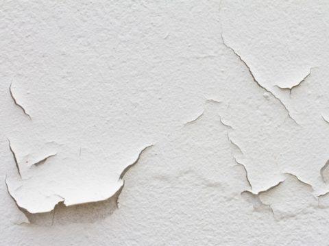 Многослойное отслаивающееся покрытие – неподходящее основание для плитки