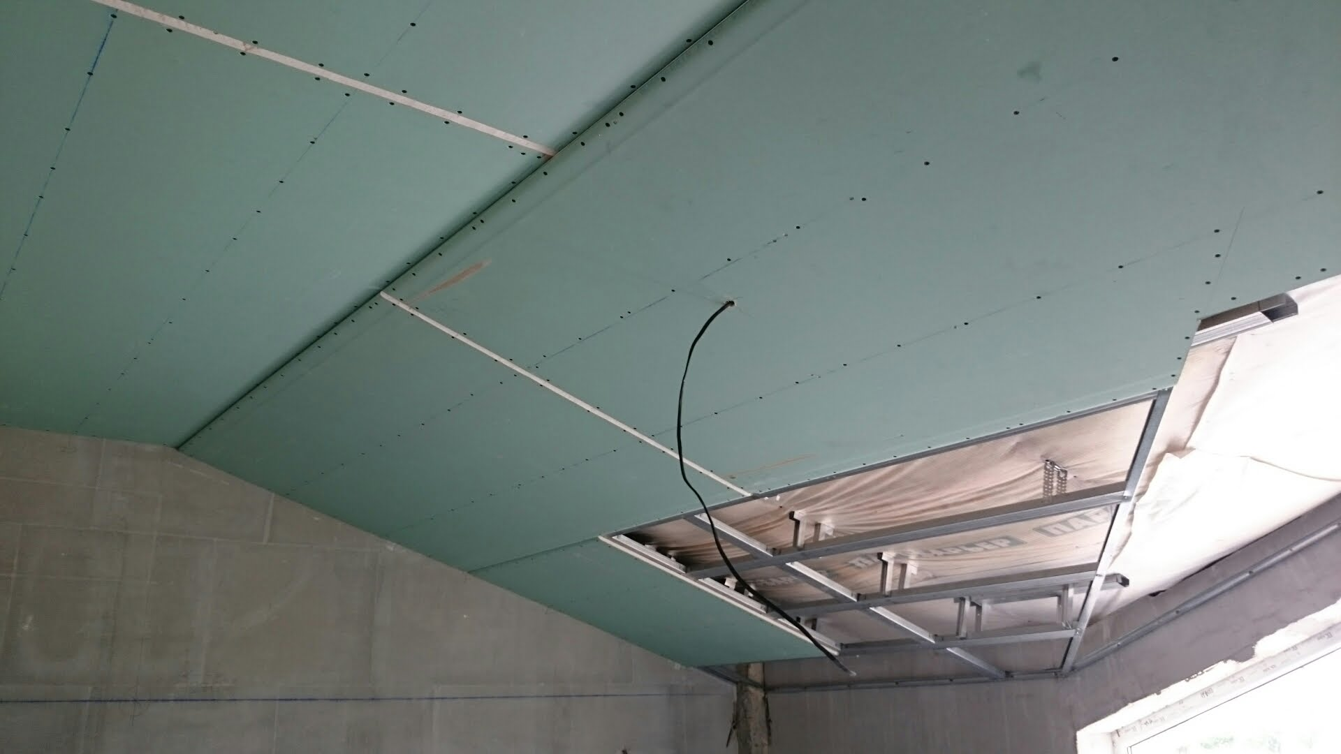 монтаж подвесного потолка из гкл фото шкаф имеет