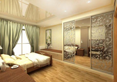 Можно смонтировать глянцевые натяжные потолки