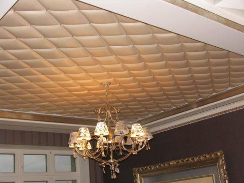 Мягкий потолок смотрится элегантно и красиво