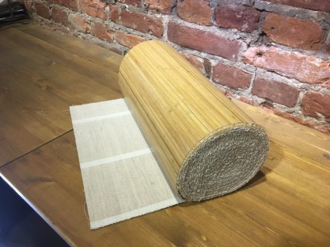 На этом фото показано основание бамбуковых обоев