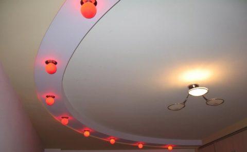 На фото – двухуровневый потолок с радиусным переходом