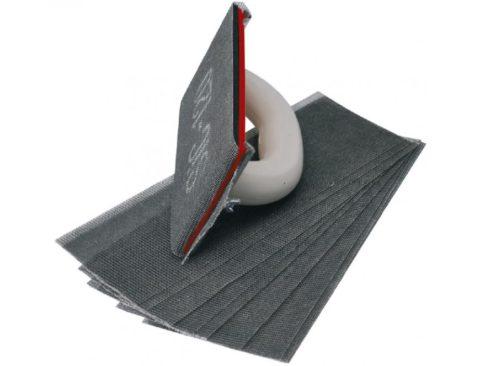 На фото — ручная терка с шлифовальными сетками