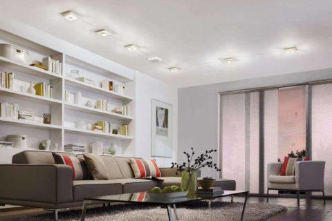 На гладкой поверхности особенно выразительно смотрятся светильники оригинального исполнения