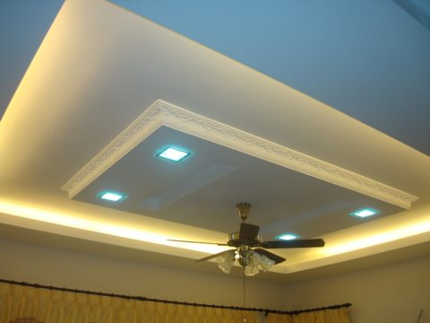 На потолке использовано три типа подсветки