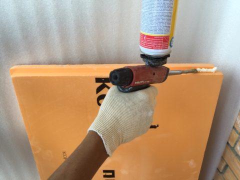 На стыковочные четверти на плитах Пеноплэкс перед монтажом можно нанести пену