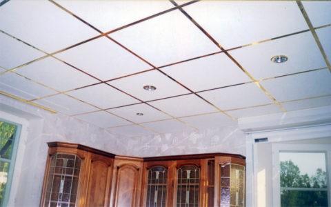 Над кассетным потолком тоже уместится звукоизоляция