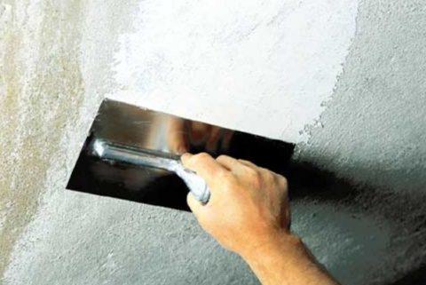 Нанесение состава на бетонную плиту
