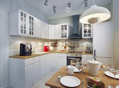 Натяжная плёнка на потолке подобрана в цвет кухонного гарнитура
