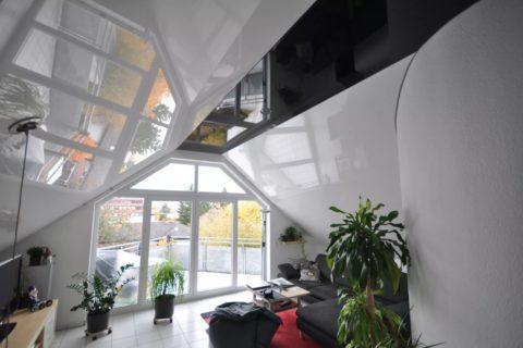Натяжной потолок мансардного типа