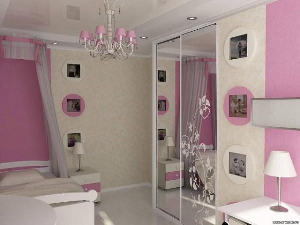 Маленькая комната в светлых тонах