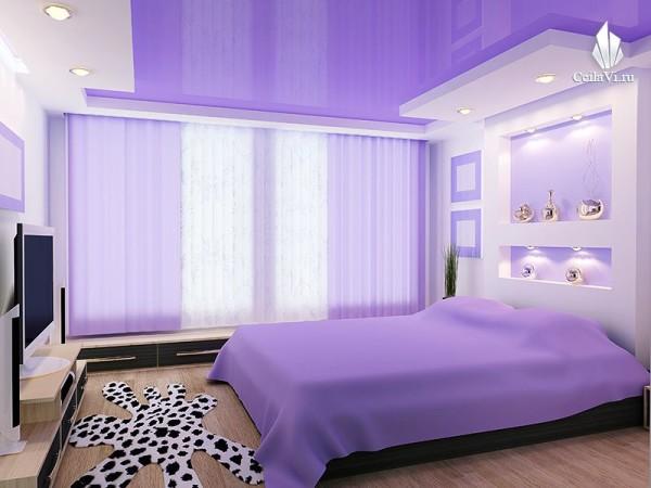 Натяжное полотно в интерьере спальни