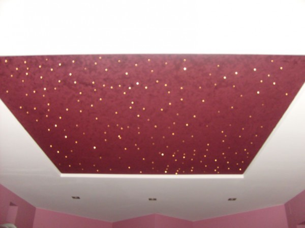 Просвечивание оптических волокон сквозь потолочное полотно