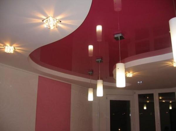 Гипсокартонный потолок с глянцевой плёнкой