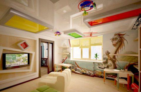 Необязательно делать весь потолок одного цвета