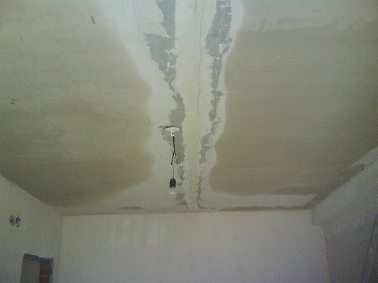 Потолок, который нужно выровнять