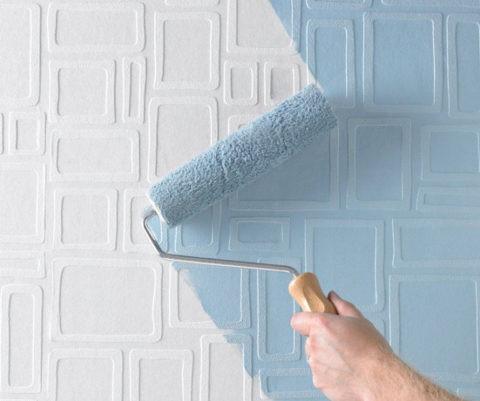 Обои под покраску – отличный вариант для потолка кухни
